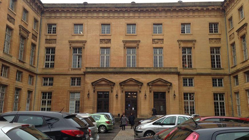 Un ex officier de gendarmerie poursuivi devant le tribunal - Grille indiciaire officier de gendarmerie ...