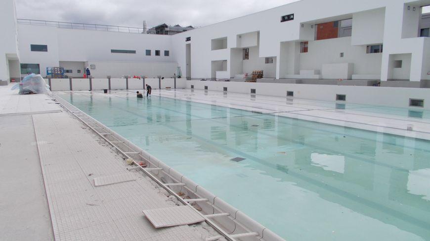 La piscine des bains des docks au havre bient t r ouverte - Piscine tubulaire bestway le havre ...