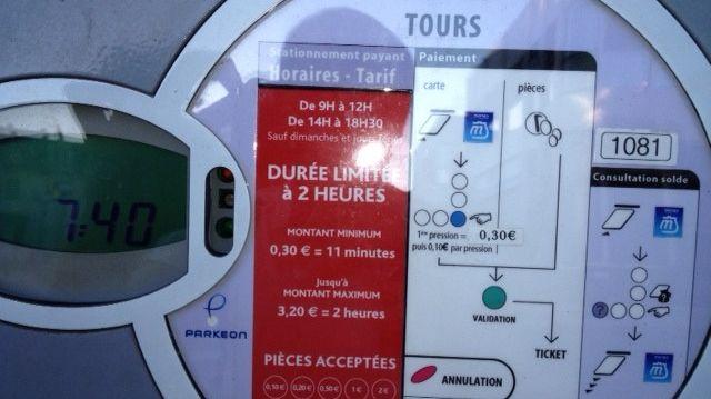 En touraine les villes maintiennent le stationnement for Piscine tours horaires