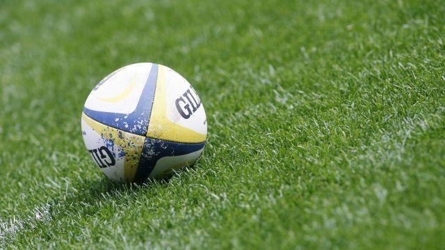 une demande en mariage dans un stade de rugby - Banderole Demande En Mariage