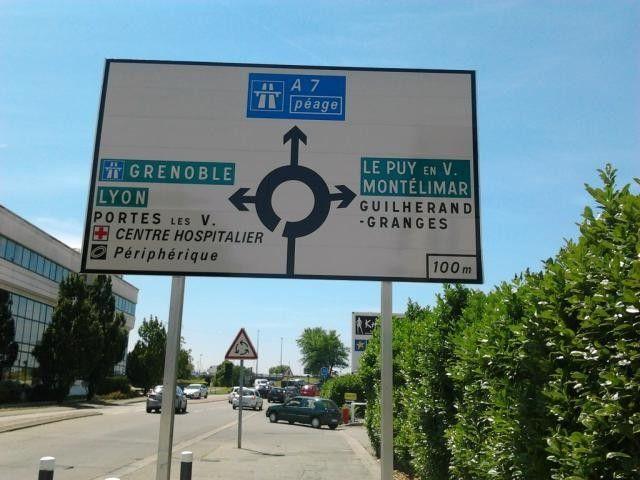 De nouveaux panneaux pour éviter les contre sens sur la voie rapide de Valence - Radio
