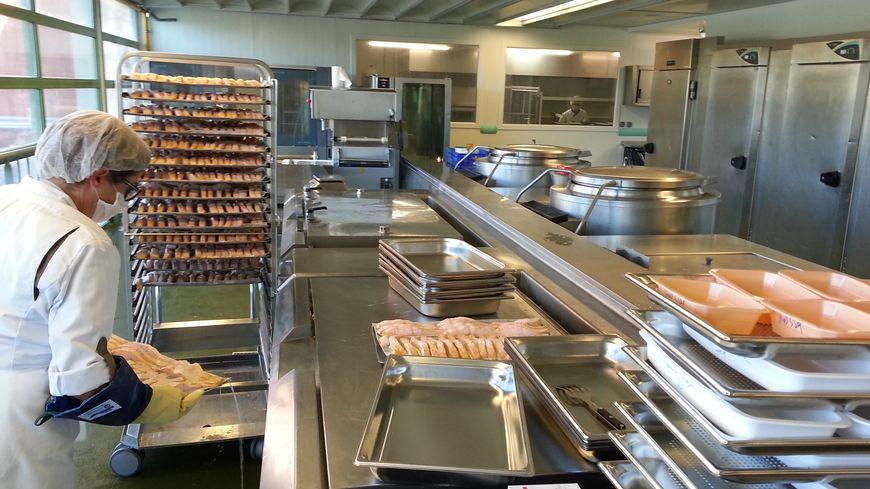 Immersion dans la cuisine centrale de p rigueux comment for Cuisine centrale