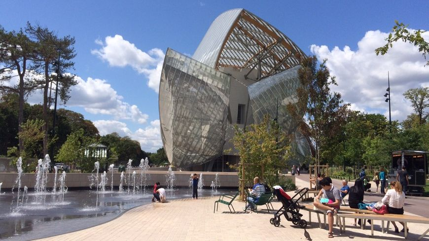 Paris la fondation louis vuitton booste le jardin d for Parking exterieur paris