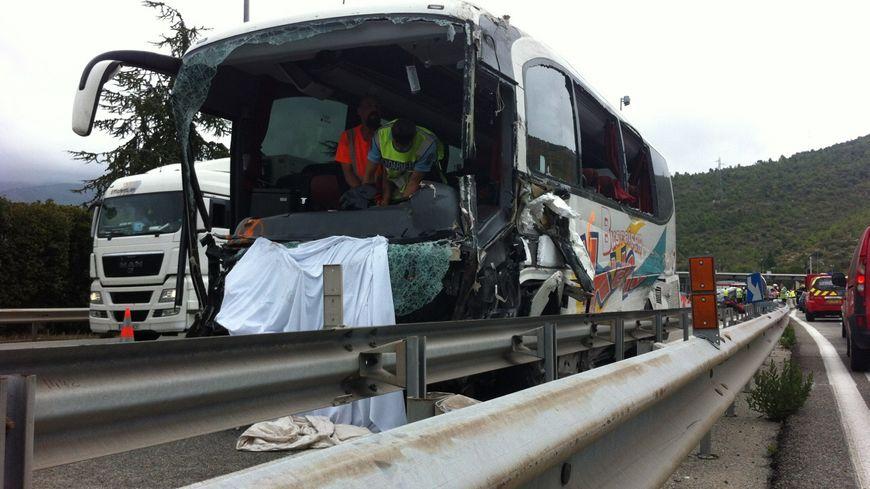 accident grave sur l 39 autoroute a8 au p age de la turbie. Black Bedroom Furniture Sets. Home Design Ideas