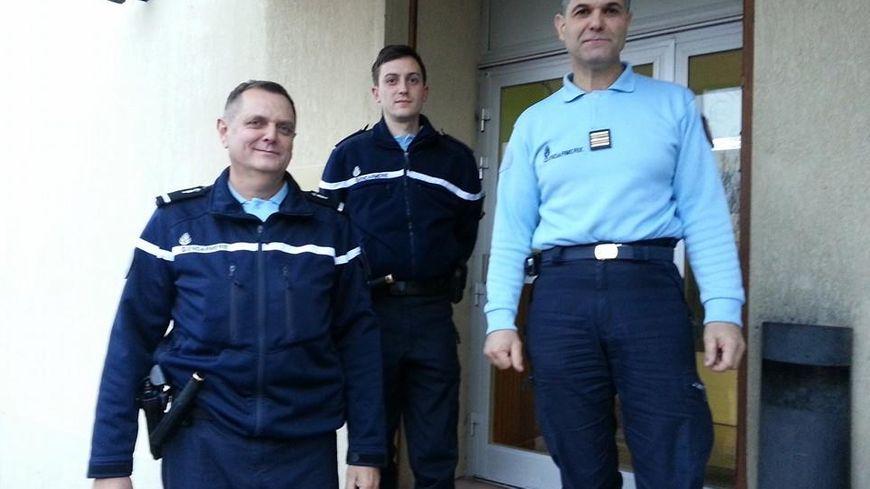 Beaucoup plus de candidatures pour devenir r serviste dans - Grille indiciaire officier de gendarmerie ...