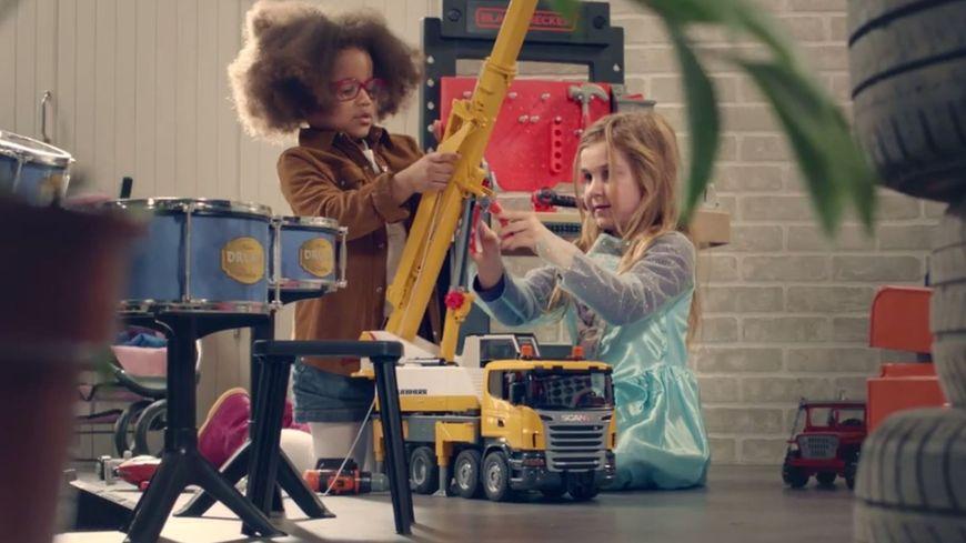 vid o une publicit pour des jouets d nonce le conditionnement sexiste sur les enfants. Black Bedroom Furniture Sets. Home Design Ideas