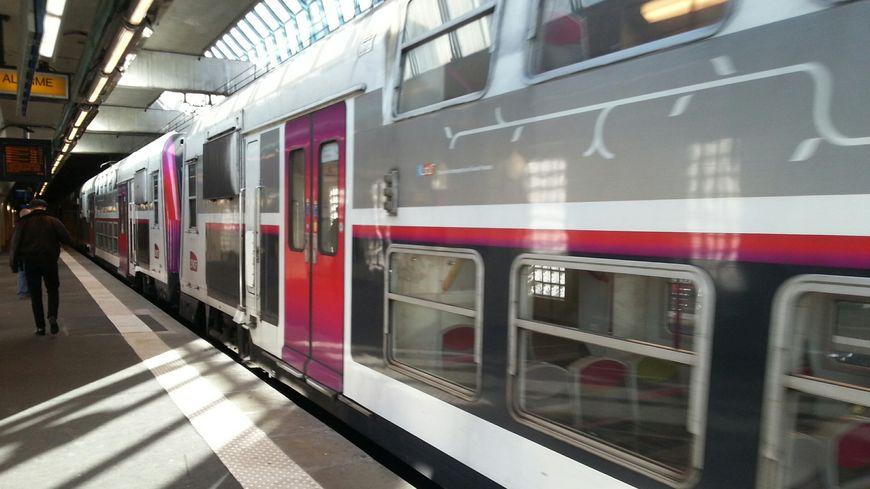 Gr ve sur le rer c un train sur 2 pour le 24 d cembre - Comment dessiner un train ...