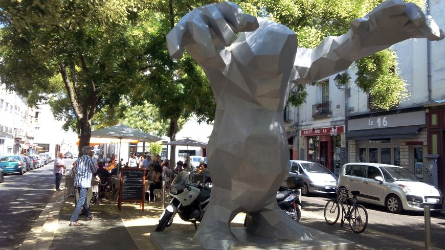 La ville de tours veut rendre pi tonnes les places ch teauneuf et du grand march - La cuisine du monstre tours ...