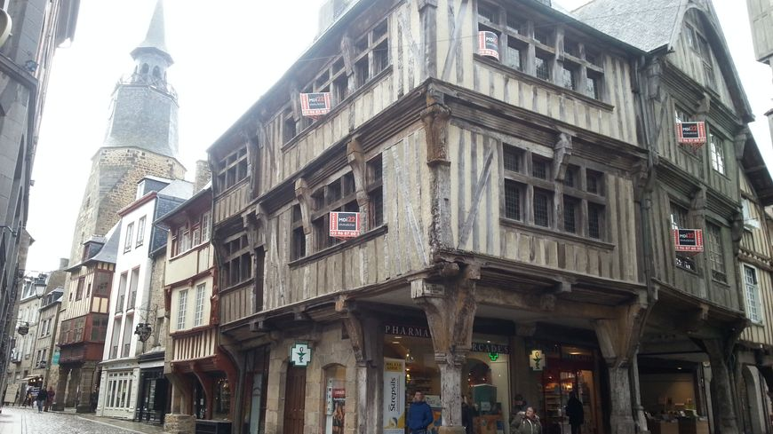 Dinan l une des plus anciennes maisons de bretagne est vendre for Photos maisons anciennes
