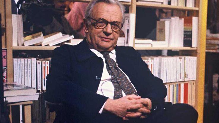 """Pierre Dumayet en 1986 sur le plateau de l'émission """"Le magazine littéraire"""" sur"""