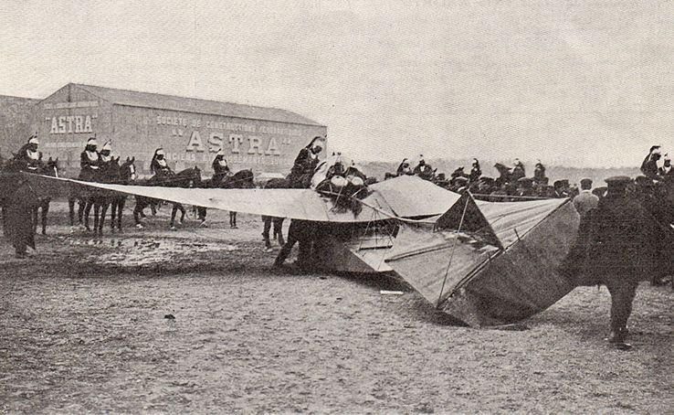 L'Illustration n°3561. Le Monoplan Train, entouré des cuirassiers après le crash
