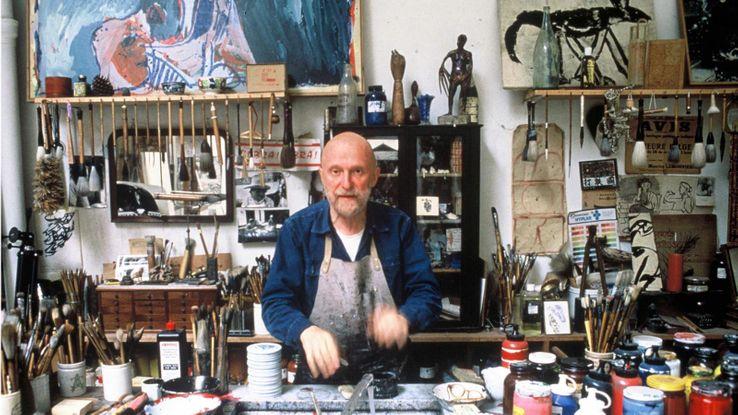 Pierre Alechinsky en 1988 dans son atelier.