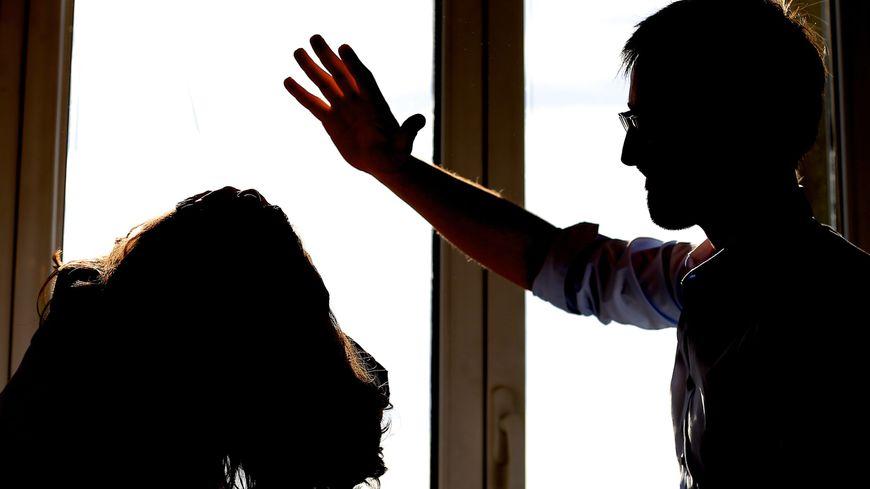 strasbourg une femme battue coups de marteau par son mari. Black Bedroom Furniture Sets. Home Design Ideas