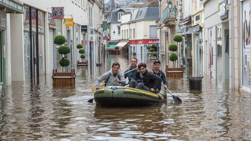 La fr quence des inondations d vastatrices pourrait for Plan de montargis