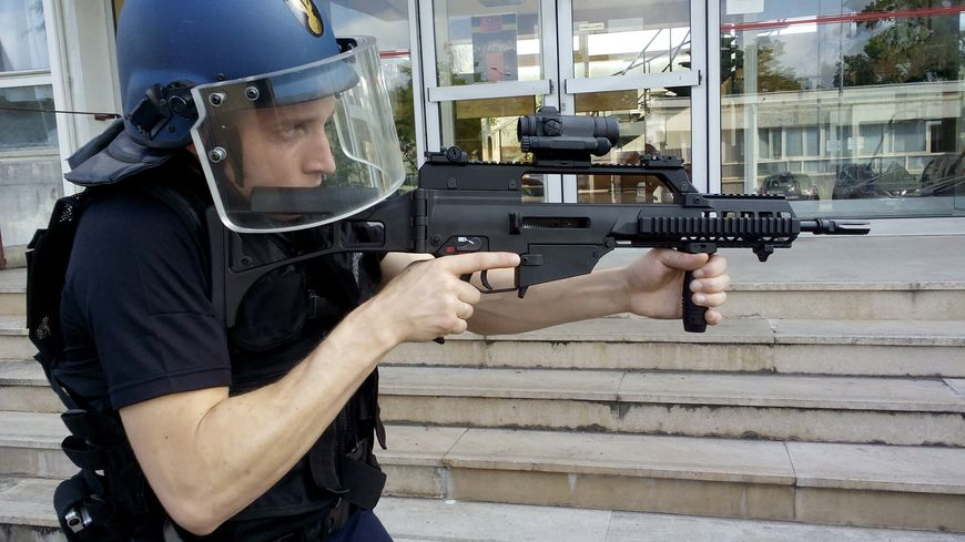 Un nouveau peloton de gendarmes pour mieux faire face aux - Nouvelle grille indiciaire gendarmerie ...