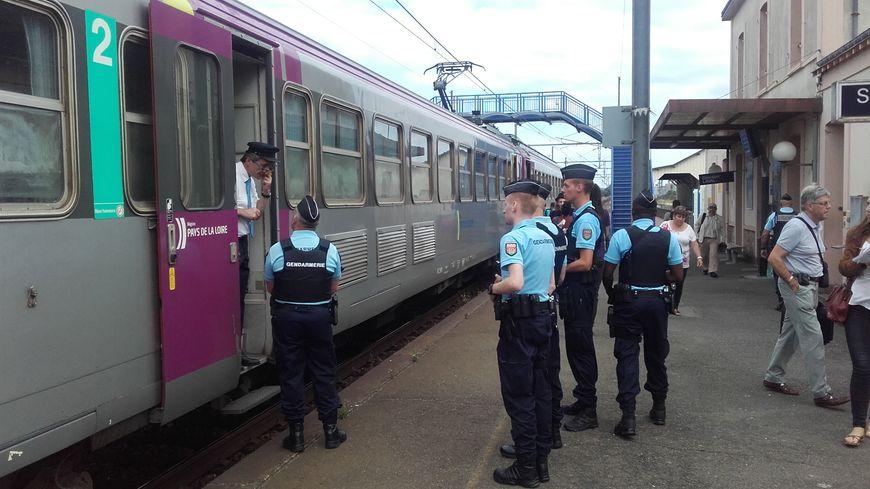 Mayenne des patrouilles de gendarmerie dans les trains - Nouvelle grille indiciaire gendarmerie ...