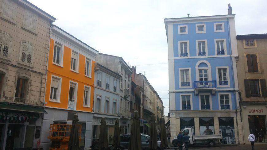 A Valence, il est obligé de repeindre sa façade jugée trop jaune