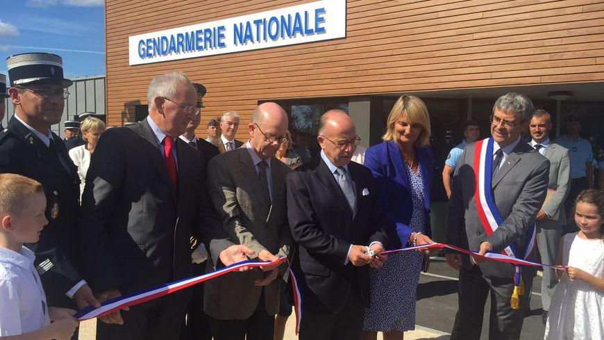 Bernard cazeneuve inaugure la nouvelle gendarmerie de - Nouvelle grille indiciaire gendarmerie ...