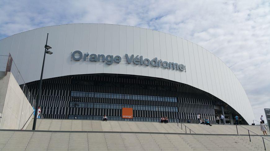 Le stade v lodrome de marseille s 39 appelle d sormais orange for Porte 7 stade velodrome