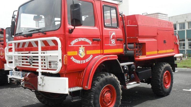 et si vous achetiez un vrai camion de pompiers. Black Bedroom Furniture Sets. Home Design Ideas