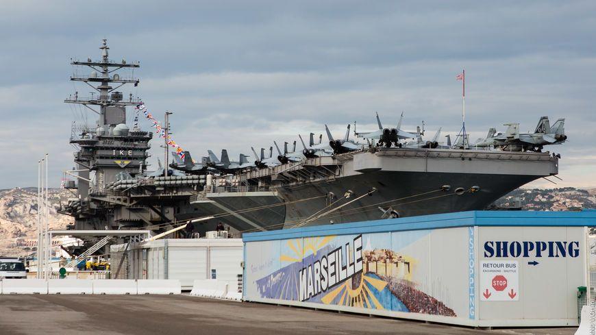 Photos le porte avions am ricain eisenhower s 39 amarre marseille pour quatre jours - Liste des porte avions americains ...