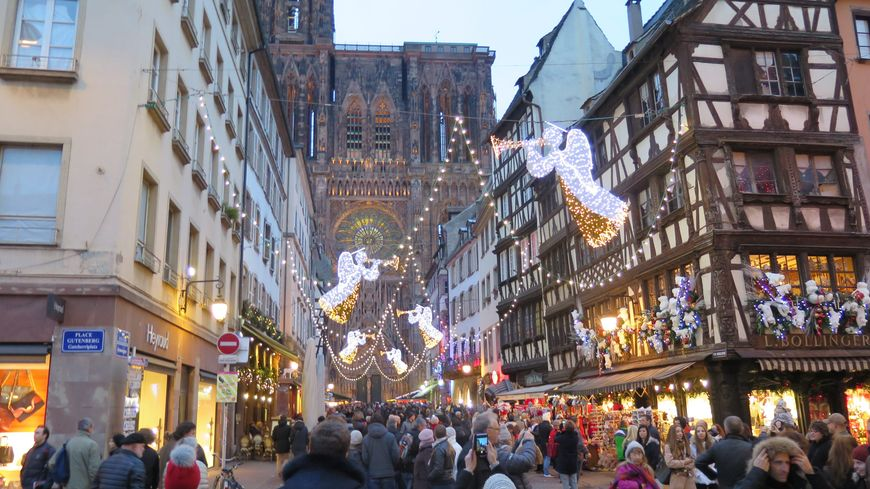 Strasbourg et colmar en lice pour le concours du meilleur for Club piscine repentigny noel