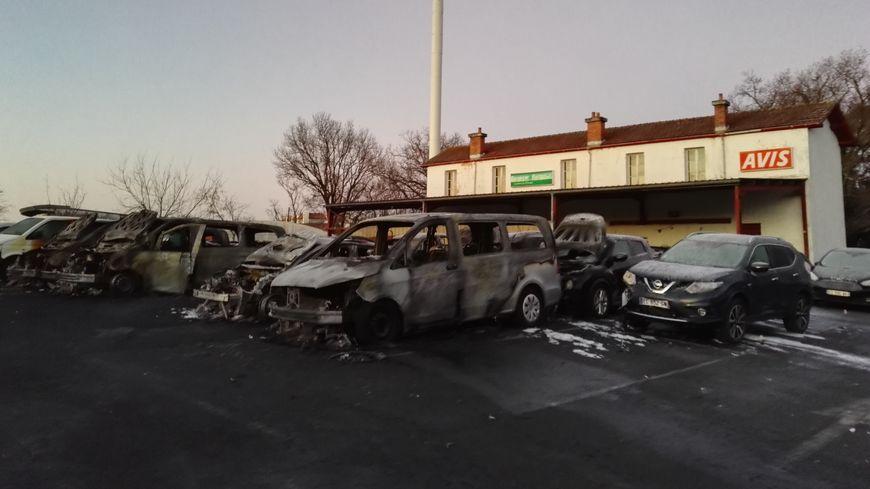 21 véhicules impactés dans un incendie sur un parking de l'aéroport de Biarritz