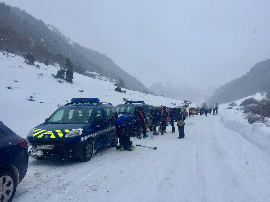 Tous les secours réunis en bas de la cabane de Gabardères - Radio France