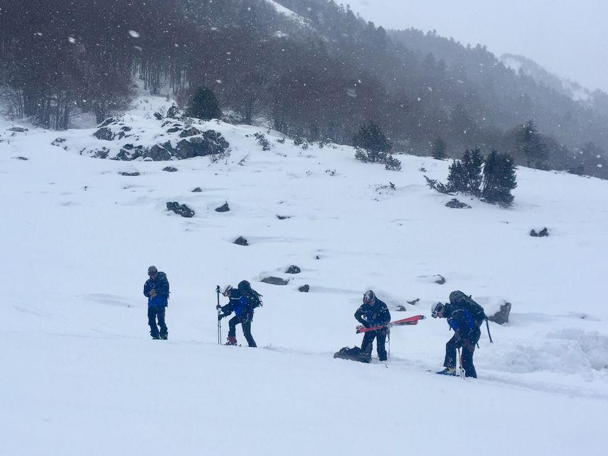 Les gendarmes du PGHM partent en ski à la recherche des randonneurs au dessus de Laruns - Radio France