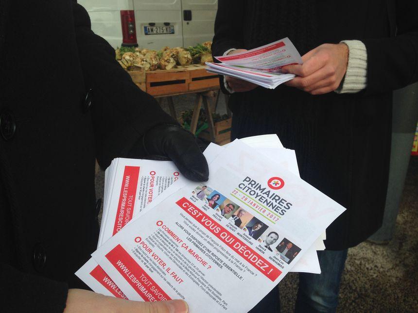 Distribution de tracts sur le marché à Orléans. - Radio France