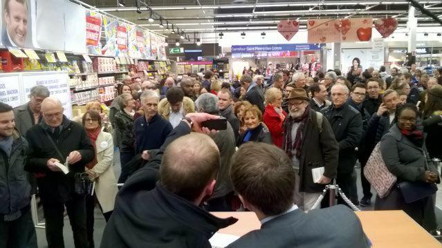 Séance de dédicaces aux Atlantes à Saint-Pierre-des-Corps - Radio France