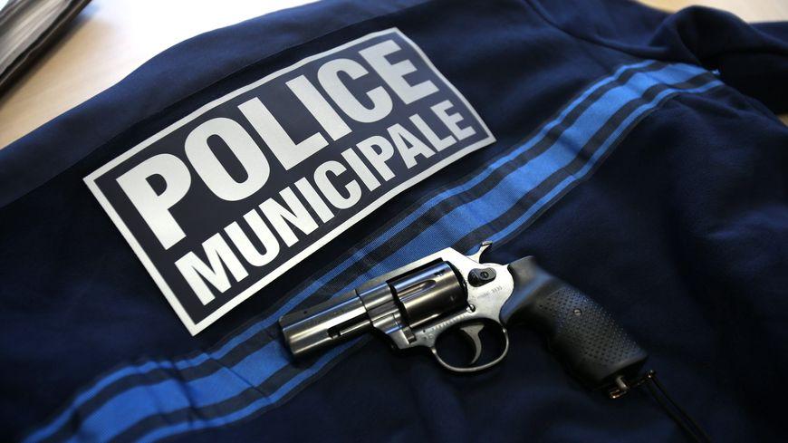 A la rochelle premi re ronde de nuit arm e pour la police - Grilles indiciaires police municipale ...