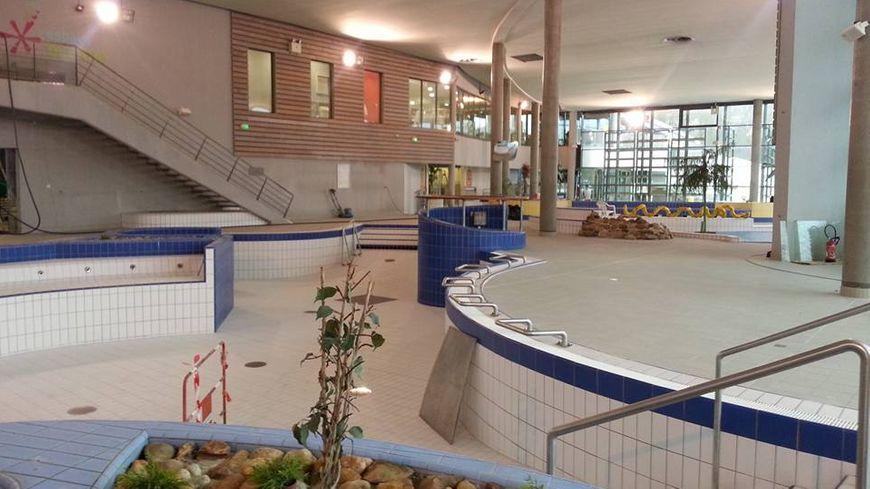 Tours r ouverture de la piscine du lac apr s 2 mois de for Piscine du lac tours tarif