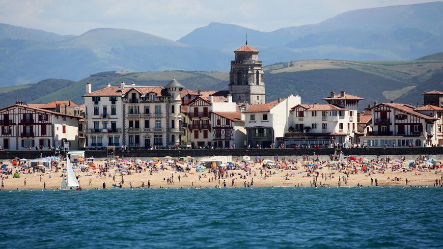 Lisez la plus belle plage du pays basque la grande plage saint jean de luz - Linge basque st jean de luz ...