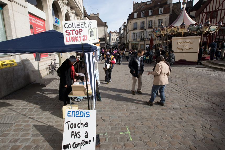 Une manifestation du collectif Stop Linky 21 à Dijon - Maxppp