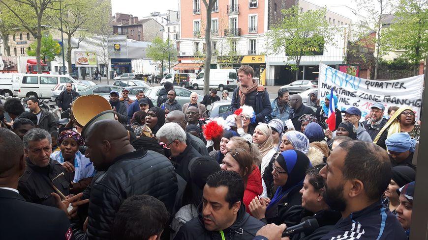 Aulnay sous Bois les locataires de la cité HLM manifestent, le président de leur amicale en  # Assistante Sociale Aulnay Sous Bois