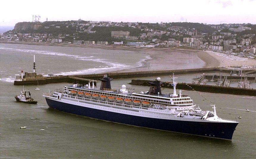La ville du Havre veut racheter le nez du paquebot France