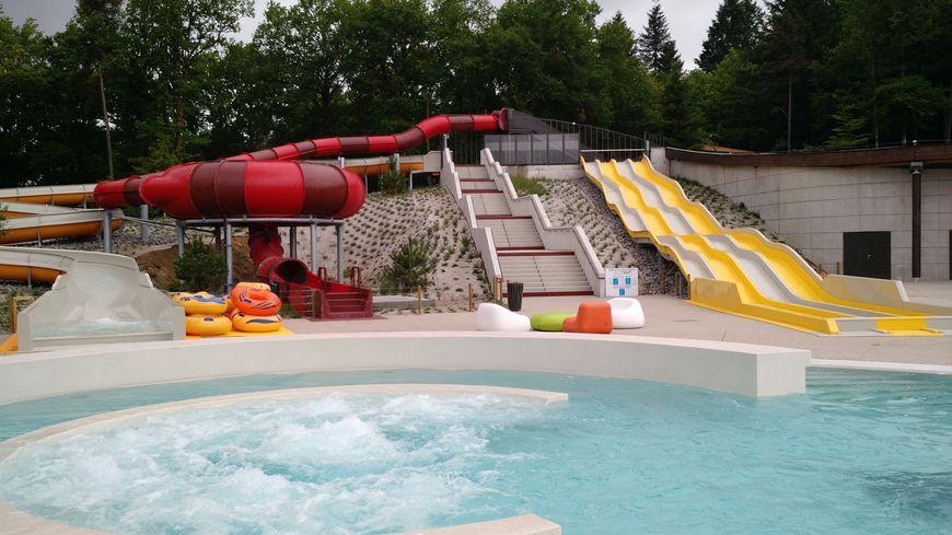 En images la piscine de saint pardoux a ouvert ses portes for Accouchement en piscine en france
