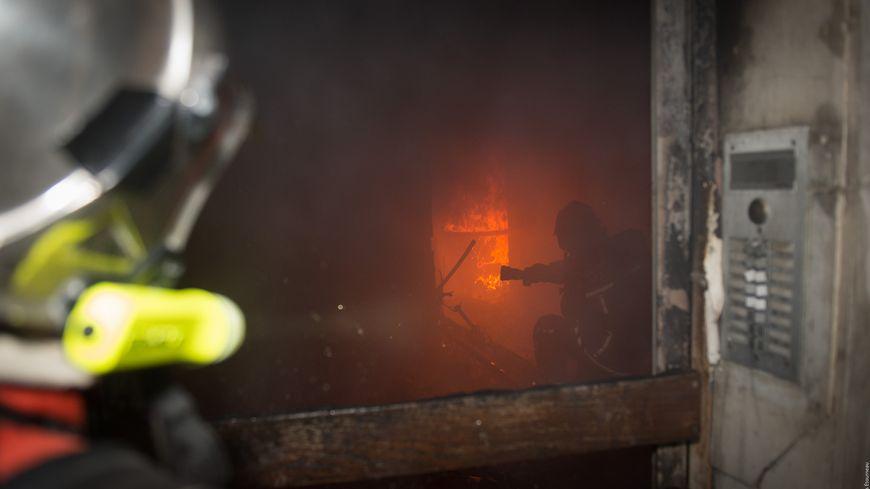 quatre morts dans un incendie quartier saint julien marseille. Black Bedroom Furniture Sets. Home Design Ideas