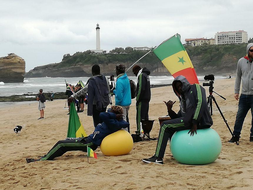 Les Sénégalais ont pris leurs marques sur la Grande Plage de Biarritz - Radio France