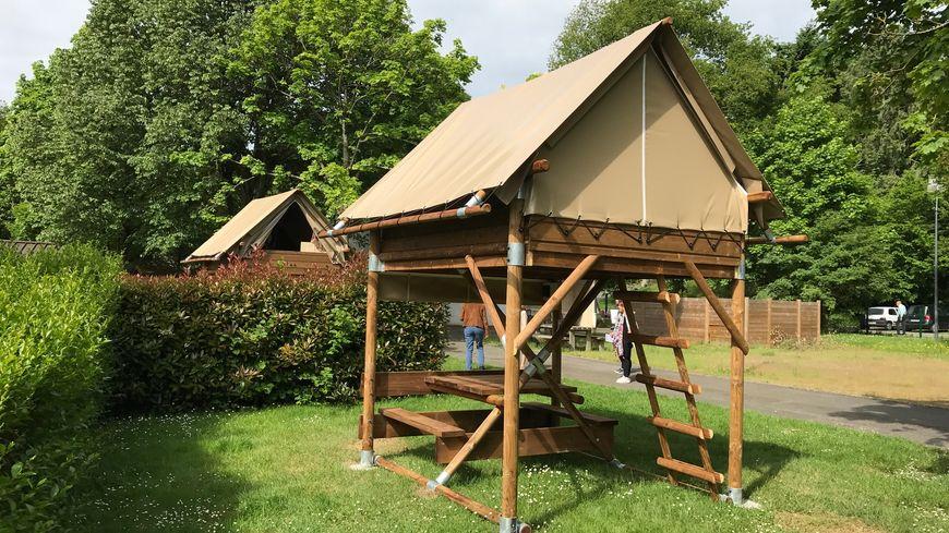 Des cabanes en bois au camping de mayenne for Cabane en bois 5m2