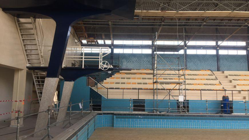 Clermont ferrand la piscine pierre de coubertin retrouve for Piscine clermont