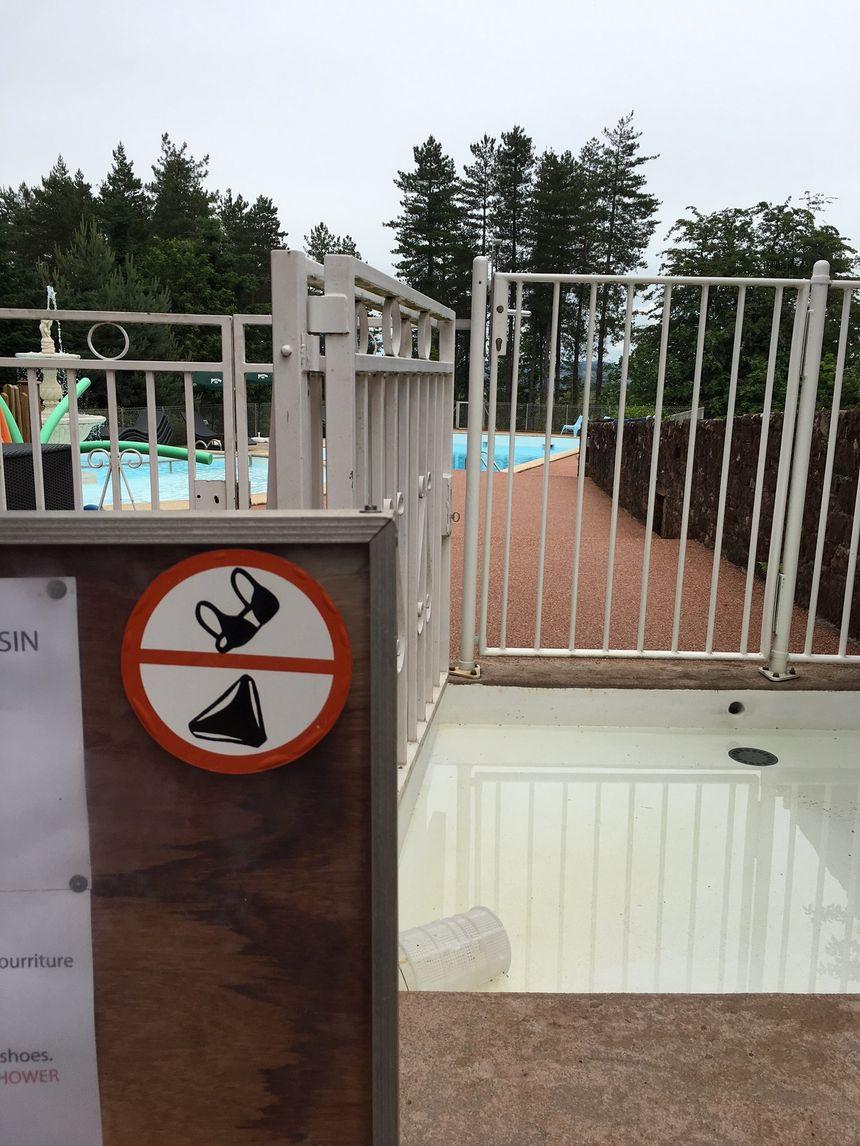 Piscine interdite aux maillots !  - Radio France