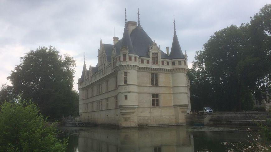 La pierre de tuffeau du château d'Azay a retrouvé sa couleur d'origine