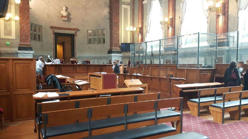 cour d assises de pau les monologues du concierge