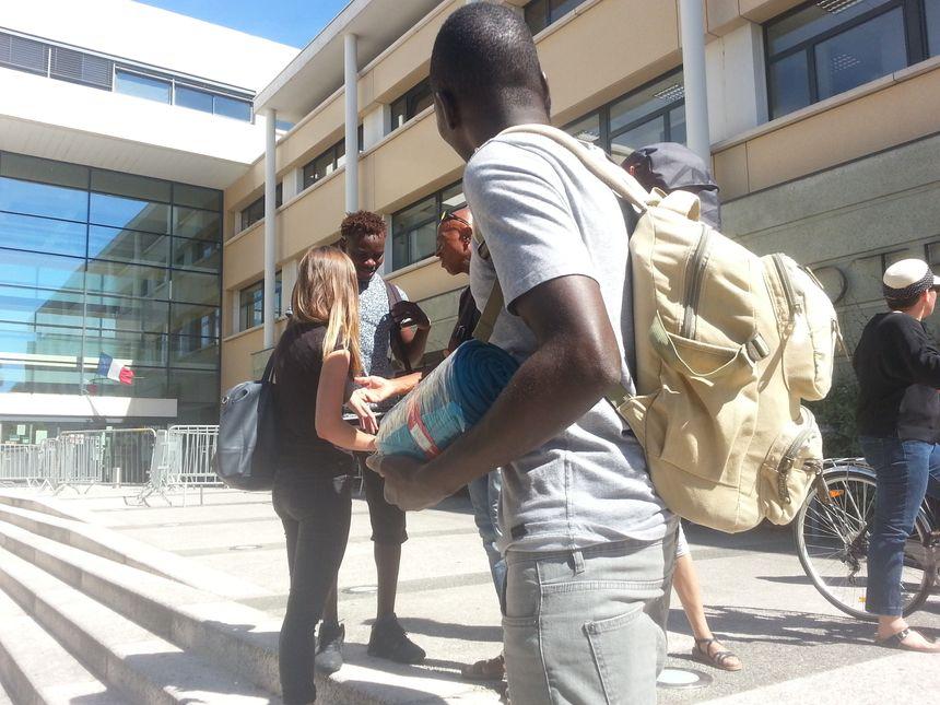Un sac sur le dos.. en cas d'expulsion. - Radio France