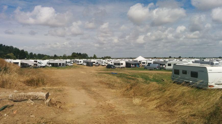 310 caravanes et une centaine de voitures se sont installées sur ce terrain à La Faute-sur-Mer dimanche dernier.