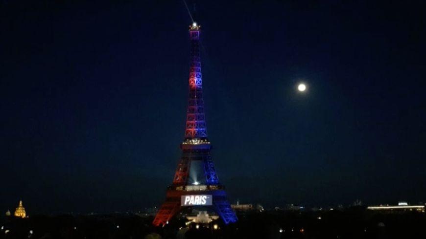 En Images La Tour Eiffel S Est Illumin 233 E Aux Couleurs Du