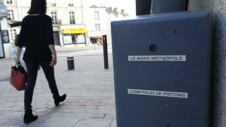 L'un des neuf boîtiers placé au Mans (rue des Minimes)