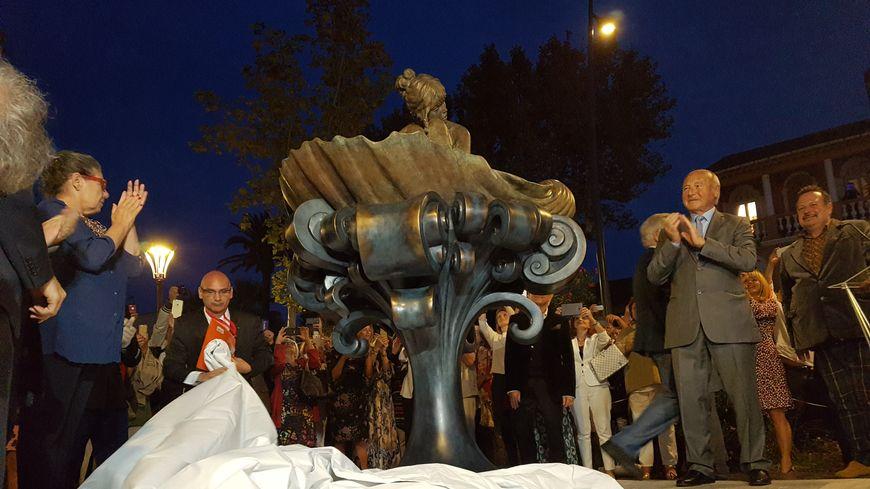 """La statue de Brigitte Bardot à Saint-Tropez est inspirée du tableau de Botticelli, """"La naissance de Vénus"""""""